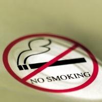 Tempat Merokok Harusnya di Luar Gedung, Bukan di Ruang Khusus