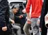 Hayono Isman nampak keluar dari mobil KBRI yang mengantar rombongan DPR pelesiran di Berlin. Perhimpunan Pelajar Indonesia (PPI) di Jerman serius memantau kunjungan kerja anggota Komisi I DPR ke Berlin, Jerman. Dari sekian banyak aktivitas, ternyata mereka juga sempat mampir ke toko-toko mewah. dok PPI