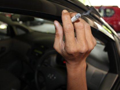 Menghilangkan Bau Rokok di Kabin Mobil