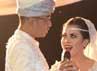 Rani dan Jeffri mempersembahkan sebuah lagu di depan Syahrini dan para tamu undangan lainnya.(Herianto Batubara/detikcom)