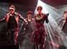 Ia mengemas jumpa fans itu menjadi sebuah mini konser. (Dok. Running Into The Sun)