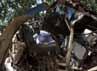 Bagian belakang bus hancur. Saat kejadian, bus tersebut tengah membawa pegawai pemerintahan Pakistan pulang ke rumah masing-masing di wilayah Daudzai, Provinsi Khyber Pakhtunhwa. Reuters/Fayaz Aziz.