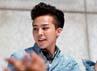G-Dragon dengan gaya rambut yang normal dan biasa-biasa saja. (YG Entertainment).