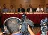 Seluruh pimpinan KPK hadir dalam jumpa pers tersebut. Ramses/detikcom.