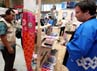 Hiasan dan layang-layang yang bergambar ikan koi juga turut meramaikan Super Koi Show 2012.