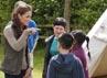 Bersama anak-anak, Kate melihat salah satu tenda. David Parker-WPA Pool/Getty Images.