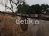 8 rumah hancur tertimpa pesawat Fokker 27. Agung Pambudhy/detikcom.