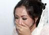 Tangis Shinta tak terbendung lantaran syok melihat kondisi ibunya yang memprihatinkan. Herianto Batubara/detikHot.