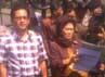 Massa menuding kematian Ayoh (54), warga Kampung Sidodadi RT 33 RW 11, Kelurahan Pasirkareumbi, Kecamatan Subang, Kabupaten Subang pada Senin (14/6/2012) pukul 02.30 WIB, karena kelalaian RSHS. Oris Riswan Budiana/detikBandung.