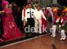 Nassar dan Muzdhalifah disambut marching band anak-anak.