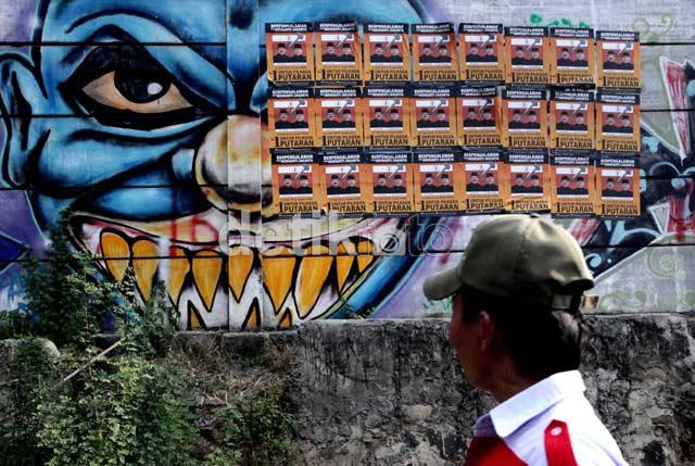 Poster Foke-Nara dan Mural Monster