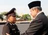 Pada kesempatan ini, Presiden SBY juga menganugerahkan tanda-tanda kehormatan RI kepada beberapa anggota Polri. Para penerima tanda kehormatan ini adalah mereka yang dinilai berjasa dan berprestasi dalam manjalankan tugas-tugasnya sebagai polisi. Rusman/Setpres.
