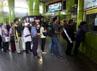 Para calon penumpang mengantre tiket di Stasiun Gambir, Jakarta.