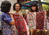 Dua wisatawan Jepang sedang memperhatikan batik Tegalan di sanggar batik Rizki Ayu, Kelurahan Kalinyamat Wetan, Tegal, Jateng. Kunjungan mereka untuk memperkenalkan dan mempromosikan batik Tegalan (pesisir) ke mancanegara. (Tomi).