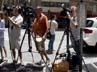 Para wartawan menunggu kedatangan Katie di depan apartemen Katie yang terletak di New York. AFP/Mehdi Taamallah.