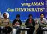 Hadir sebagai pembicara dalam diskusi tersebut Burhanuddin Muhtadi (Direktur eksekutif LSI), Siti Zuhro (LIPI), Kombes Pol Rikwanto (Kepala Bidang Humas Polda Metro Jaya), dan perwakilan tim sukses cagub.