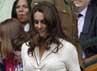 Pangeran William dan Kate Middleton saat memasuki stadion. REUTERS/Stefan Wermuth.