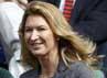 Kate juga sempat bertemu dan nonton bareng dengan mantan petenis putri nomor 1 dunia Steffi Graf. REUTERS/Stefan Wermuth.