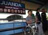 Simulasi untuk penyandang cacat digelar di Stasiun Juanda, Jakarta.