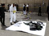 Polisi mengumpulkan barang-barang milik korban. Al Qaeda di Semenanjung Arab (AQAP) menyatakan bertanggungjawab atas serangan tersebut. Reuters/Mohamed al-Sayaghi.