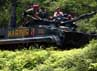 Letnan Jenderal Lee Ho Yeon menjajal salah satu kendaraan tempur Marinir RI.