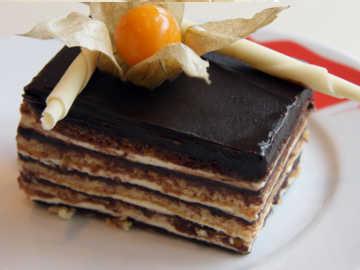 Cake Panggung Opera, Berkilau Berlapis Cokelat