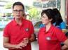 Ussy dan Andhika mengimbau para konsumen di pom bensin Pertamina itu agar mengisi bahan bakar sesuai dengan kendaraan dan status sosial yang disandang. (Komario Bahar/detikHot).