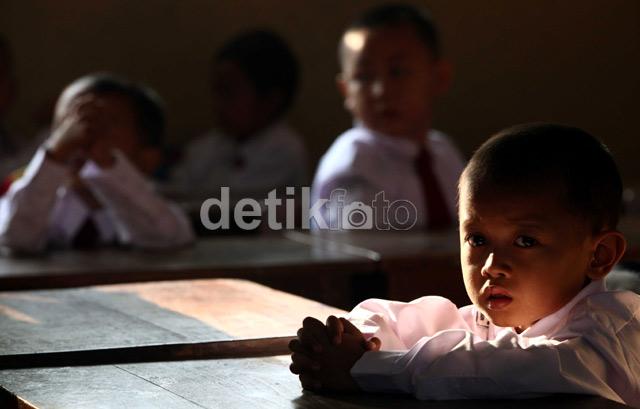 Wajah-wajah Ceria di Hari Pertama Sekolah