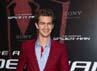 Bintang The Social Network itu tampil menawan dengan jas dan celana merahnya saat menghadiri premiere film The Amazing Spider-Man di Paris, Perancis. Pascal Le Segretain/Getty Images.