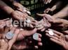 Para buruh mengumpulkan koin untuk dilemparkan ke Gedung BUMN. Mereka mengecam Menteri BUMN Dahlan Iskan yang membiarkan Pertamina menerapkan outsoursing. Menurut para buruh, BUMN sudah dilarang menggunakan tenaga kontrak.