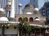 Letaknya yang berada di jantung perekonomian dan perkantoran Sudirman Central District Business (SCBD) membuat jamaah Masjid Al Kautsar diwarnai beragam profesi.