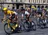Wiggins, yang menyelesaikan etape terakhir pada Minggu (22/7/2012) bersama rombongan, memenangi tur dengan selisih waktu tiga menit 21 detik dari rekannya di tim Sky, Chris Froome. Reuters/Bogdan Cristel.
