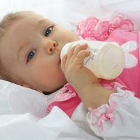 Tanda-tanda Gigi Bayi Rusak Akibat Botol Susu