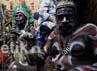 Papua menampilkan karya seni kerajinan tangan suku Asmat.