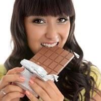 Menstruasi Bikin Perempuan Makin Doyan Makan Cokelat?