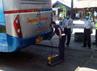 Petugas melakukan uji emisi terhadap salah satu bus Antar Kota Dalam Provinsi (AKDP). (Zainal Effendi/detikSurabaya).