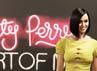 Gaya simple nan seksi Katy Perry. Reuters/Ricardo Moraes.