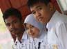 Raharudin, Nur Afidah dan Harianto dapat mengalahkan seluruh siswa SMP se-Indonesia. (Andi Saputra/detikcom).