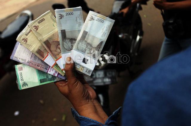 Jasa Penukaran Uang Mulai Marak