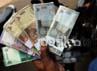 Uang yang ditukarkan berupa pecahan Rp 2.000, Rp 5.000, Rp 10.000 dan Rp 20.000.