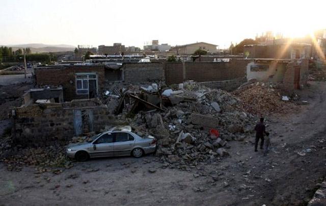 Gempa Guncang Iran, 220 Orang Tewas