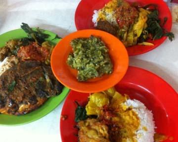 Makan Kenyang di Warung Nasi Kapau yang Sebenarnya