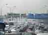 Kabut yang menaungi Kota Beijing sudah berlangsung lebih dari tiga hari mengakibatkan jarak pandang menjadi sangat terbatas.