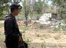 Brimob Polda Jatim masih berjaga di lokasi kerusuhan. (Bayu Murti/detikSurabaya).