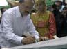 Foke menandatangani peresmian gedung SMK Muhammadiyah. (dok Muhammadiyah)