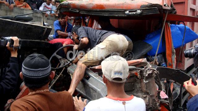 Evakuasi Sopir Korban Kecelakaan di Banyumas