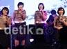 Sedikitnya mereka tampil membawakan tiga buah lagu dalam acara tersebut.
