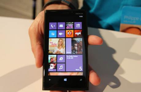 Ini Dia Perkiraan Harga Nokia Lumia 920 & 820