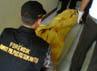 Petugas dari RS Polri Kramat Jati, Jakarta Timur, datang untuk membawa jenazah ke rumah sakit. (Hendrik I Raseukiy).