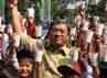 Gubernur  Jawa Barat Ahmad Heryawan  mengangkat gelas susu bersama ratusan pelajar Seokalh Dasar di halaman Gedung  Sate, Bandung.Gubernur  Jawa Barat Ahmad Heryawan  mengangkat gelas susu bersama ratusan pelajar Seokalh Dasar di halaman Gedung Sate, Bandung, Kamis(11/10). Raditya
